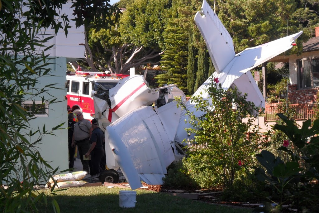Plane crashes on corner of 21st and Navy