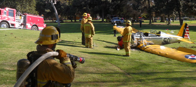 Harrison Ford's plane crashes on the golf course